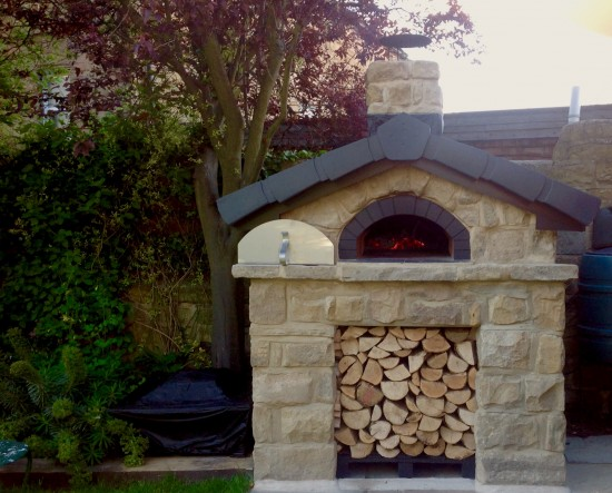 How to use the door when cooking in your wood fired oven